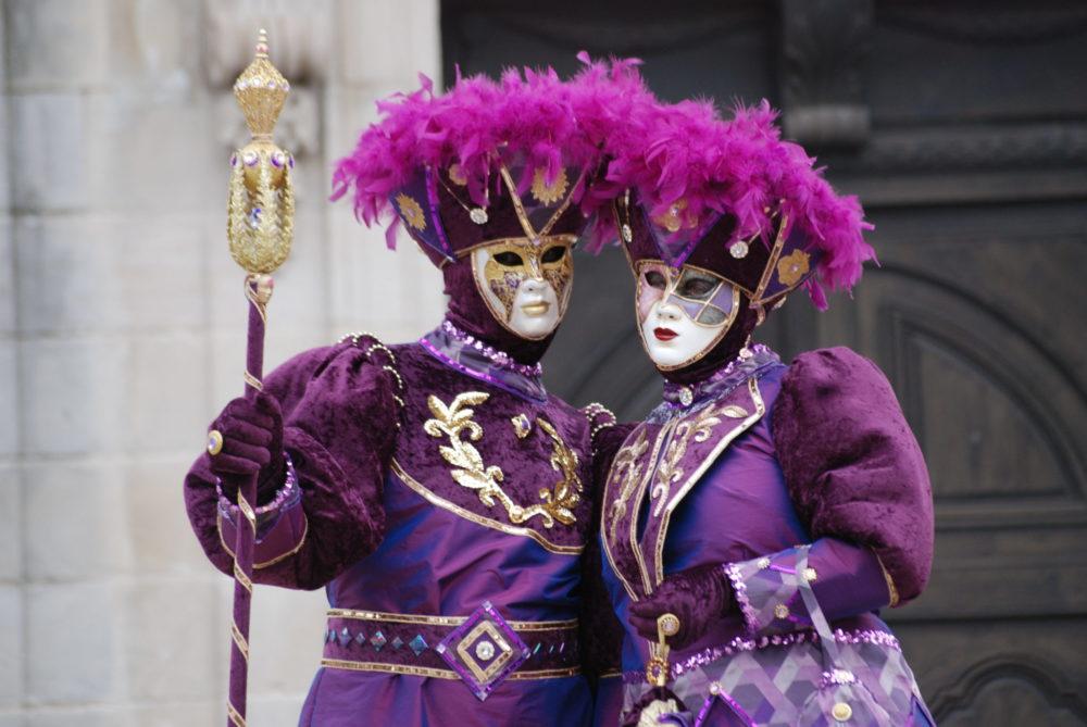 Carnaval vénitien Remiremont AL - Couple de costumés Violet et or