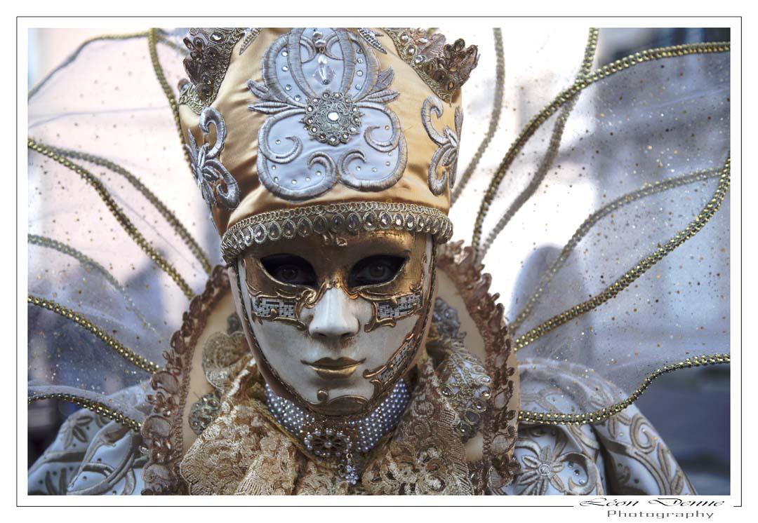 Derrière le masque - Photo L.Denne