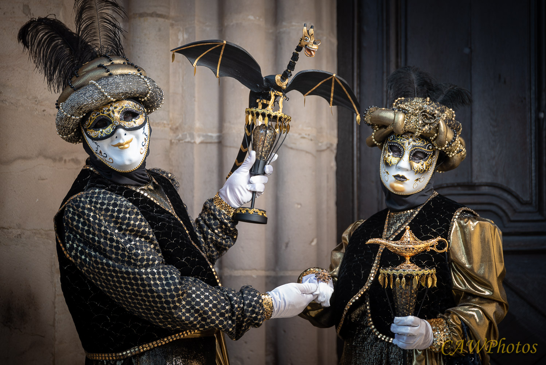 Lampe et dragon - Photo C.A Warnier