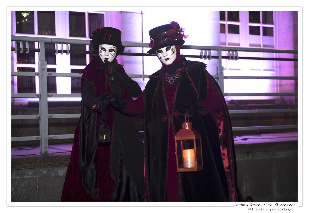 Lanterne et costumés - Photo L.Denne