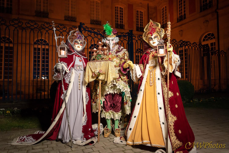 Les nobles dames et leur compagnon - Photo C.A Warnier