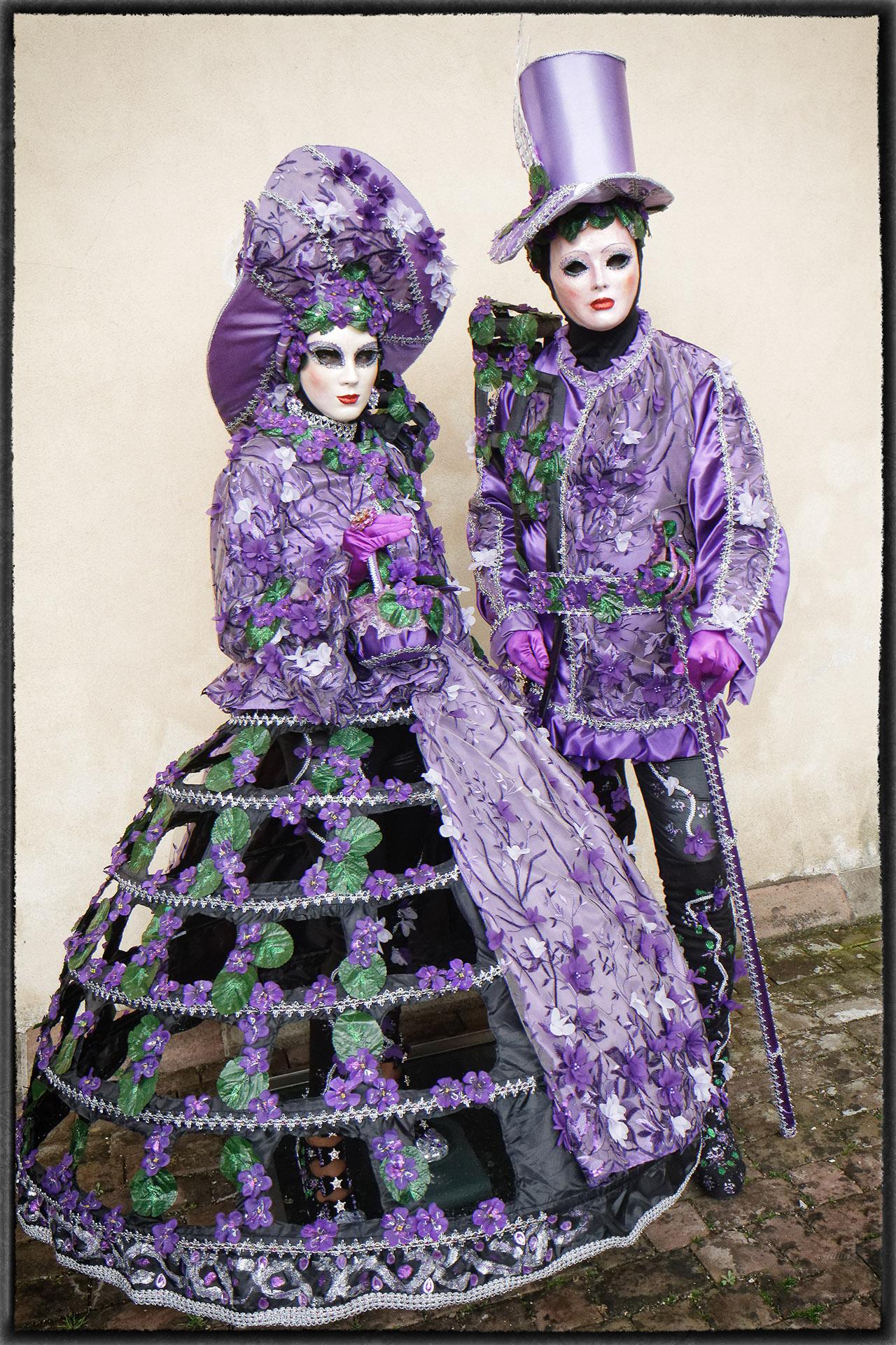 Tout de violet vêtus - Photo J.Monnin
