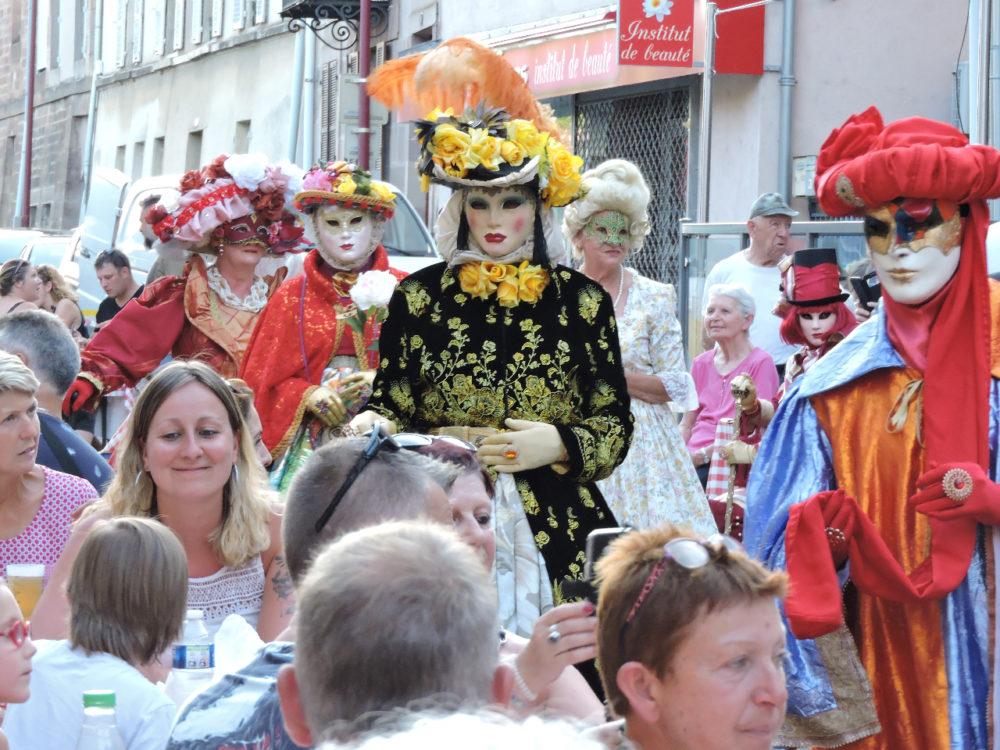Déambulation dans la foule Luxeuil - Photo I. Gury
