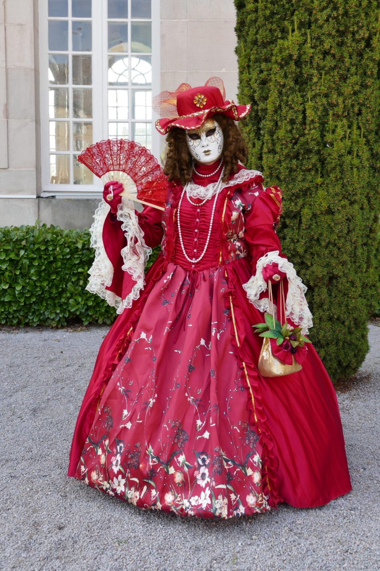 La Dame en rouge - Photo Ingrid et Arno Martini