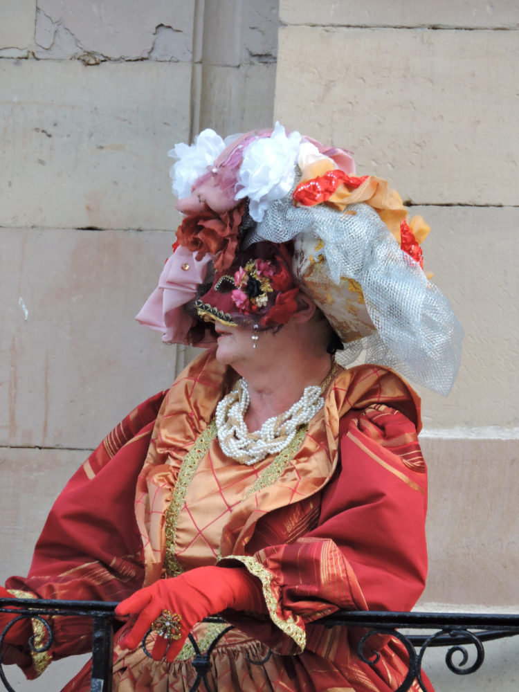 Marquise au balcon Luxeuil - Photo I Gury