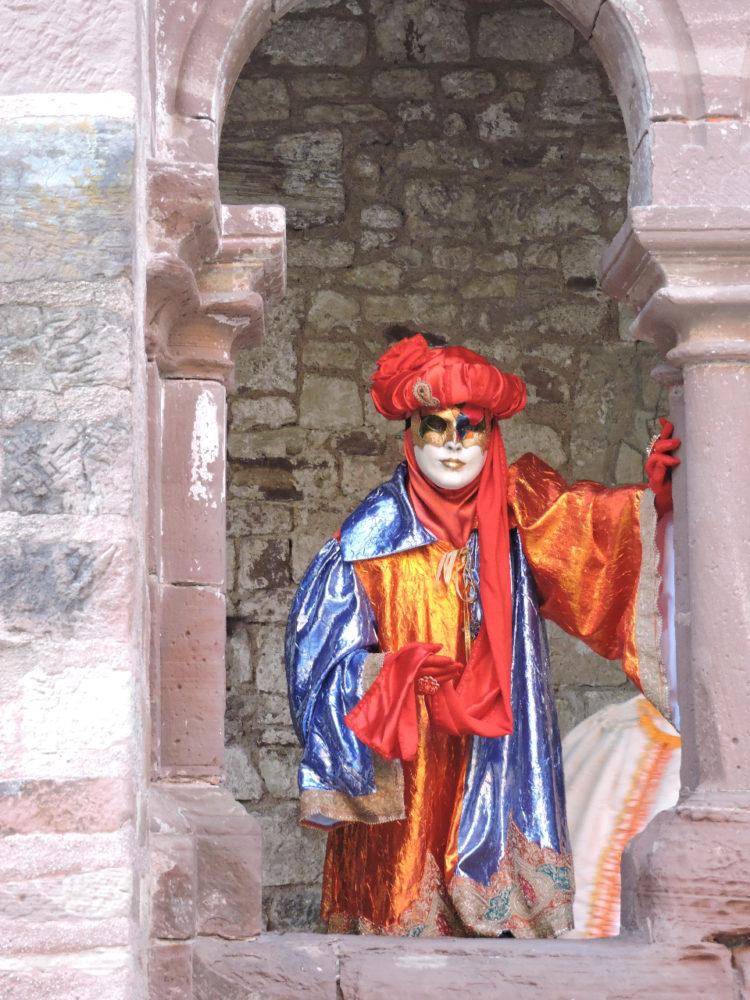 Sous la voute de pierre Luxeuil - Photo I. Gury