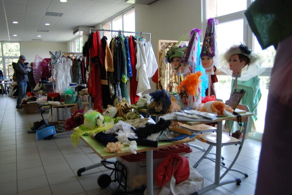 Costumes, chapeaux etaccessoires - Photo AL