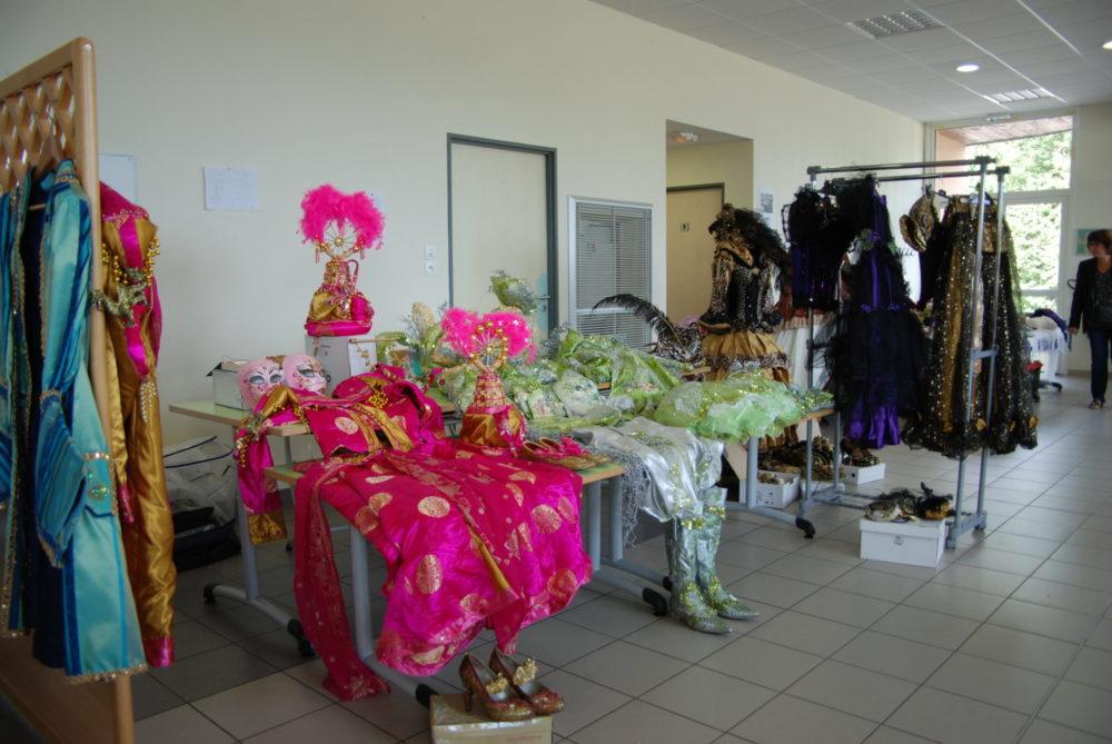 De superbes costumes à petits prix - Photo AL