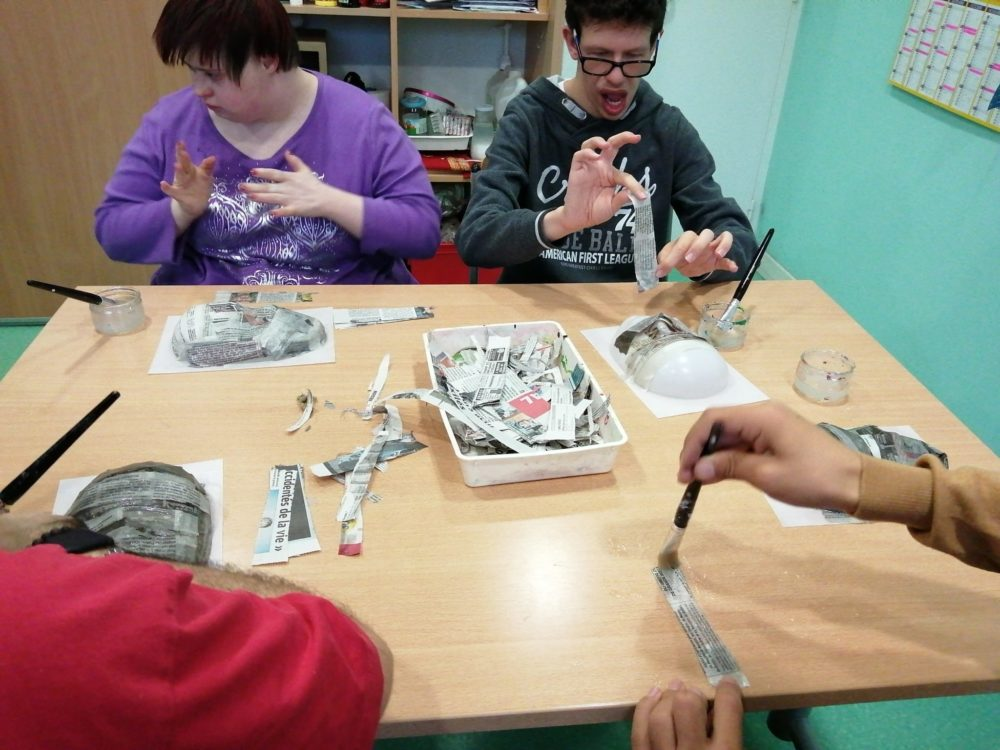 Atelier papier maché pour la création de masques pour l'expo du carnaval vénitien Remiremont 2020