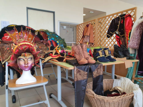 carnaval-venitien-remiremont-brocante-2020-stand-cahussures-masques-accessoires