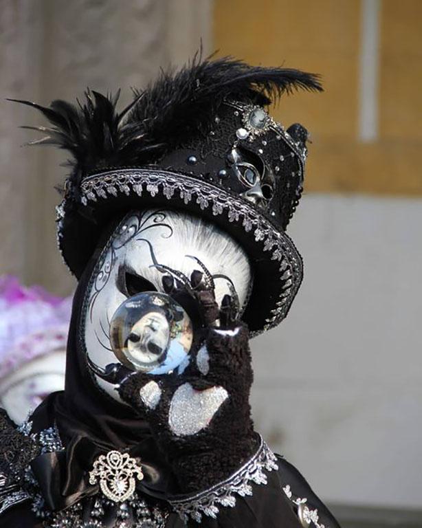 carnaval-venitien-remiremont-photo-costume-jeu-reflet-bille de verre-Nelson JILAVYAN