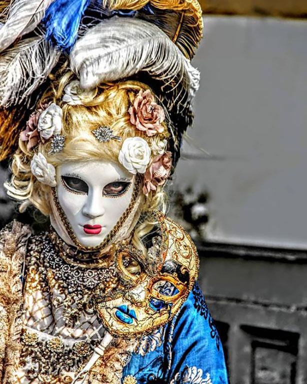 carnaval-venitien-remiremont-photo-costumee-les-yeux-derriere-le-masque-de-Nelson-JILAVYAN