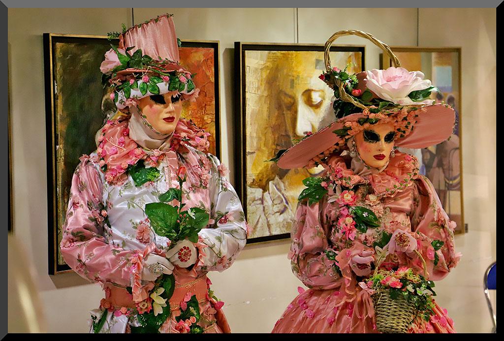 carnaval-venitien-remiremont-vittel-2021-couple-costumés-roses